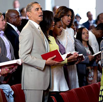 Obama makes rare appearance in church